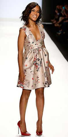 Kerry Washington in a Stella McCartney dress and Casadei pumps at the Project Runway show during New York Fashion Week, September 6, 2013... she looks so adorable.