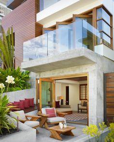 ideen terrassen stuehle sitzbank kissen bordeaux glas gelaender
