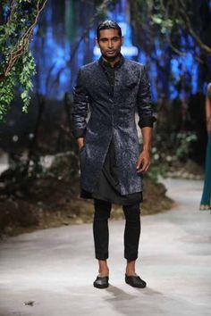 Tarun Tahiliani, Amit Aggarwal Collection at Amazon India Fashion Week Finale Indian Men Fashion, Men's Fashion, Indian Outfits, Indian Clothes, Indian Groom Wear, Tarun Tahiliani, India Fashion Week, Indian Man, Sherwani