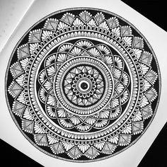 free hand mandala d Zentangle Patterns, Mandala Pattern, Mandala Design, Mandala Art Therapy, Mandala Art Lesson, Mandalas Painting, Mandalas Drawing, Mandala Canvas, Mandala Artwork