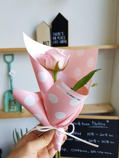 광주꽃집 수완지구꽃집 꽃과나무에서 알려드리는 로즈데이 꽃선물하기... Bouquet Box, Bouquet Wrap, Gift Bouquet, How To Wrap Flowers, Bunch Of Flowers, Dried Flowers, Beautiful Flower Arrangements, Floral Arrangements, Beautiful Flowers
