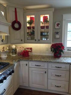 d3035ca3f8e9 Red Christmas kitchen decor Kitchen Dinning, Kitchen In Red, Kitchen Decor,  Kitchen Colors