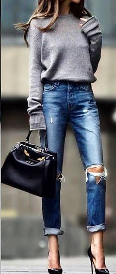 #spring #outfits woman holding black bag. Pic by @vouge__style