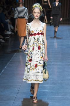 Dolce & Gabbana, Spring 2016 Ready-to-Wear. Model: Willow Hand. Photographer: Yannis Vlamos / Indigitalimages.com.