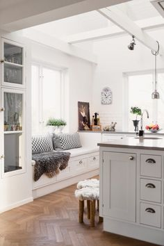 Open concept kitchen   Cottage kitchen