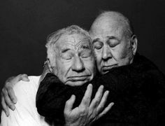 Mel Brooks & Carl Reiner - Mel brooks films are just hilarious! Love his movies♡ Carl reiner was a talented and funny comedian. I love this pic of the two :)- liza Classic Hollywood, Old Hollywood, Carl Reiner, Photo Vintage, Man Humor, Funny People, Funny Men, Funny Kids, Funny Drunk