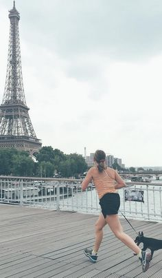 Spring is a great season for jogging. How about jogging over Passerelle-Debilly? Credit photo : @deci_dela