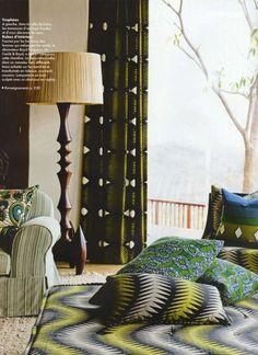 African batik cloth interior accents. The ldoge of Sngita Pamushana in Zimbabwe. Elle Décoration Juin 2010 - Photos Dawie Verwey