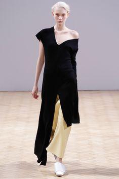 J.W.Anderson Fall 2014 Ready-to-Wear Fashion Show - Nastya Sten