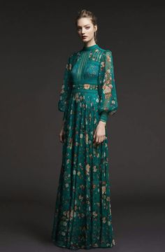 See the complete Tadashi Shoji Pre-Fall 2017 collection. - Beauty tips & tricks - See the complete Tadashi Shoji Pre-Fall 2017 collection. Fashion 2017, Look Fashion, Trendy Fashion, Fashion Show, Autumn Fashion, Womens Fashion, Fashion Design, Gypsy Fashion, Vogue Fashion