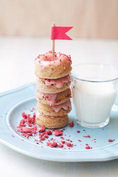 Strawberry Buttermilk Mini Donuts | hungrygirlporvida.com