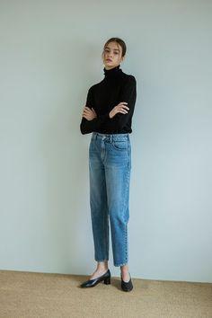 18' Autumn Editorial_ 2nd Turtleneck Outfit, Fashion Details, Love Fashion, Denim Fashion, Street Style Looks, Autumn Winter Fashion, Spring Fashion, Editorial Fashion, Mom Jeans