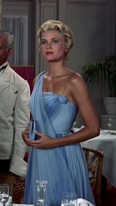 Grace Kelly - I love this movie, To Catch A Thief, just for the glamour. Moda Grace Kelly, Grace Kelly Style, Princess Grace Kelly, Grace Kelly Fashion, Divas, Grace Kelly Dresses, Patricia Kelly, Blue Chiffon Dresses, Blue Gown