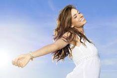 imagen de mujer elevando los brazos al cielo - Buscar con Google