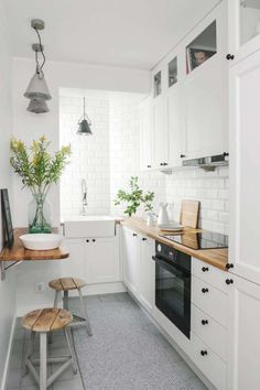 40 Fabulous Small Apartment Kitchen Ideas To Maximize The Room - When doing a small kitchen design for an apartment, either a corridor kitchen design or a line layout design will be best to optimize the workflow. Small Apartment Kitchen, Small Space Kitchen, Narrow Kitchen, Kitchen On A Budget, Diy Kitchen, Kitchen Decor, Kitchen Wood, Kitchen White, Small Kitchen Designs