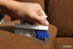 Titel afbeelding Clean a Microfiber Upholstered Sofa Step 2