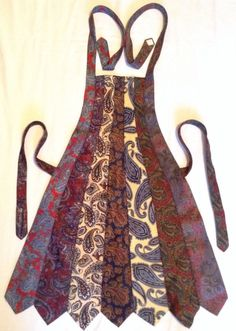 Paisley necktie apron ooak upcycled re cycled re purposed original handmadePersonal Life: Rather than throwing out the many old ties from my father and grandfather, I could upcycle them into an apron that would be beneficial to me. Old Neck Ties, Old Ties, Sewing Aprons, Sewing Clothes, Diy Clothes, Easy Sewing Projects, Sewing Tutorials, Sewing Hacks, Tie Crafts