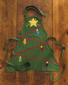 Wintergreen Christmas Tree Apron from Park Designs for the holiday kitchen cook! This Christmas tree shaped apron features an evergreen background with a decora Christmas Tree Costume, Christmas Aprons, Kids Christmas, Green Christmas, Country Christmas, Christmas Sewing Projects, Holiday Crafts, Apron Designs, Sewing Aprons