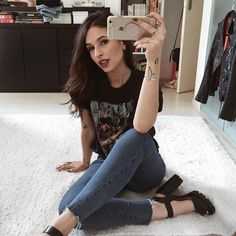 """3,232 curtidas, 27 comentários - Vic Hollo (@vicqueen) no Instagram: """"✨"""" Edgy Outfits, New Outfits, Cute Outfits, Fashion Outfits, Dark Fashion, Grunge Fashion, Fiesta Outfit, University Style, Looks Style"""