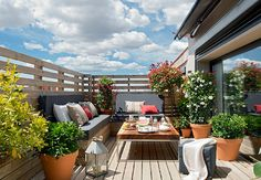 31 Fantastic Outdoor Design Ideas For Spring And Summer To Try - Porch Decorating Roof Terrace Design, Porch And Terrace, Small Balcony Design, Rooftop Terrace, Terrace Garden, Small Patio, Small Terrace, Outdoor Dining, Outdoor Spaces