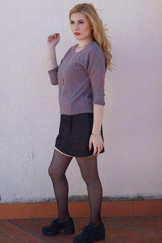 http://stellamaris.blogs.elle.es/2015/12/02/simply-greige/  Con falda de Natalia de Lara