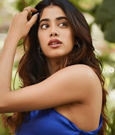 Janhvi Kapoor tells us how Monday blues should be handled in this outfit Most Beautiful Bollywood Actress, Latest Images, Bollywood Celebrities, Woman Face, Girl Photography, Bellisima, Indian Beauty, Indian Actresses, Beautiful Outfits