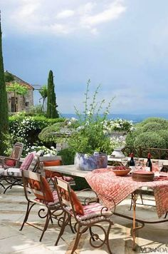 Outdoor dining in Provence, France via Veranda. Photography by Peter Vitale. Design by Michel Biehn, Jean-Claude Appy and Marco Nucera. Outdoor Rooms, Outdoor Dining, Outdoor Tables, Outdoor Gardens, Outdoor Decor, Patio Dining, Patio Chairs, Dining Table, Pergola