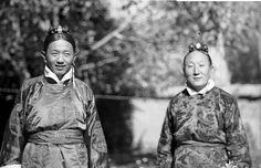 Wangchen Geleg Surkhang ( left ) , Phuntsog Rabgye Ragashar ( right ) Dekyi Lingka Lhasa TIBET 1949