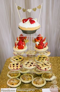 "Design W 0678 | Assorted Mini Pies with 6"" Pie Topper