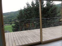 Réalisation de 25m de garde-corps en acier sur terrasse bois. Fixation à l'anglaise sur platine. Galvanisation et peinture époxy.