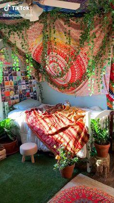 Indie Bedroom, Indie Room Decor, Cute Bedroom Decor, Room Design Bedroom, Room Ideas Bedroom, Bedroom Inspo, Hippie Bedroom Decor, Hippie Apartment Decor, Hippie House Decor