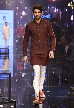 Latest Collection of Kurta Sets by Kunal Rawal Wedding Kurta For Men, Wedding Dresses Men Indian, Wedding Outfits For Groom, Wedding Dress Men, India Fashion Men, Indian Men Fashion, Mens Fashion Wear, Mens Indian Wear, Indian Groom Wear