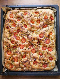 Foccasia m tomat og løg Easy Baking Recipes, Vegan Recipes, Food Crush, Savoury Baking, Fancy Cakes, Vegan Dinners, Tapas, Food Porn, Good Food