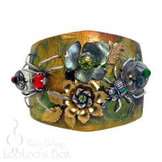 Amazing spider cuff from Robin Taylor Delargy of LooLoo's Box at Etsy, some components are from B'sue Boutiques.