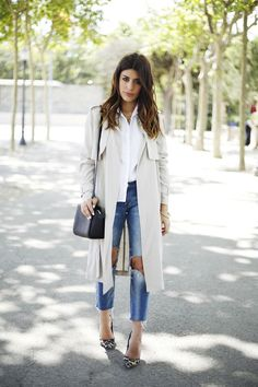 light trench coat, white shirt, ripped jeans & leopard heels #style #fashion #dulceida