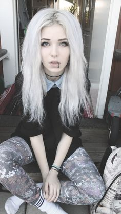 love the white hair and black lip ring! I have darker so i wouldnt try to pull that combo off, but i like it on her