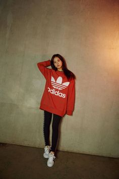Photo album containing 5 pictures of Jisoo, Jennie Blackpink Fashion, Sport Fashion, Korean Fashion, Fashion Outfits, Womens Fashion, Blackpink Jisoo, Looks Adidas, Sport Outfits, Cool Outfits