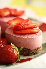 For my mom: A compilation of over forty homemade vegan dessert recipes along with top-notch food photography. So get inspired and enjoy! Raw Vegan Desserts, Raw Vegan Recipes, Vegan Dessert Recipes, Vegan Cake, Vegan Treats, Vegan Foods, Vegan Snacks, Healthy Desserts, Delicious Desserts