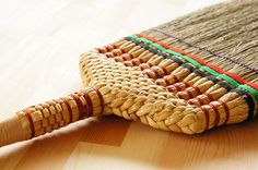 畳・フローリングなどのお掃除に。長柄箒串型≪上≫職人手作り・手編みのほうき国産天然素材・無着色