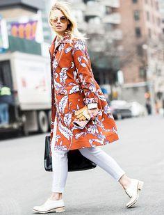 street-style-look-todo-branco-jaqueta-estampada