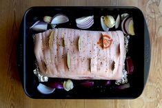 En langtidsstegt ribbensteg er et velsmagende, mørt og saftigt stykke kød. Selvom ventetiden er lang, så er arbejdstiden kort, og resultatet er så godt og lækkert.