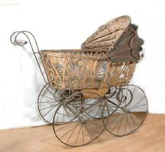 Both photo series of Bernard DeCou made in Tsarskoe Selo and in Peterhof feature a charming baby carriage. Vintage Stroller, Vintage Pram, Vintage Dolls, Landau Vintage, Antique Nursery, Silver Cross Prams, Prams And Pushchairs, Baby Buggy, Dolls Prams