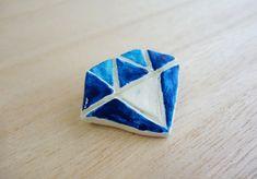 ダイヤモンド型のブローチ(ブルー02)