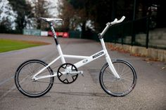 Moulton, legendary makers of small-wheel bicycles, has produced a one-off track machine.