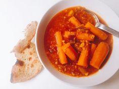 Recette de carottes à l'afghane Cette recette de carottes est un ragoût d'origine afghane, une préparation toute simple représentative de la cuisine domestique et sans chichis. Modeste en ingrédients, elle ne l'est pas en goût, et a à la fois tout le réconfort d'un mijoté et toute la fraîcheur revivifiante d'un curry acidulé. Tout cela ; c'est grâce au gingembre frais ; qui vient lifter l'ensemble du plat, et grâce à des carottes douces et sucrées. Ajoutez un pain plat et vous avez là un…