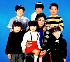 """Eu realmente não acho que este mundo estava pronto para o tipo de pessoa que foi Michael. Você sabe o que eu estou dizendo?  Ele era o amor. E isso é tudo o que ele conhecia.  Ele amava as crianças, porque as crianças são inocentes, elas não estão contaminadas, elas não julgam você, não querem nada de você. E é por isso que ele sempre se sentiu confortável estando em torno das crianças. """"   -Stephanie Mills- trabalhou com Michael"""