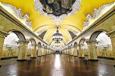 Estação de metrô em Moscou, na Rússia (Soviet megalô)