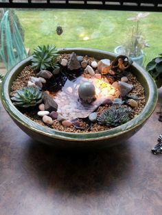 27 Pretty Backyard Lighting Ideas for Your Home - The Trending House Indoor Water Garden, Mini Zen Garden, Indoor Water Fountains, Indoor Fountain, Garden Pond, Hanging Succulents, Hanging Planters, Succulents Garden, Succulent Gardening