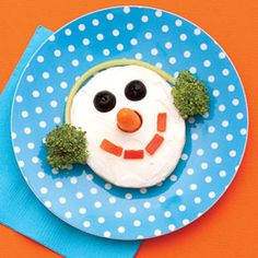 Frosty the Bagel!  Adorable and easy kids winter snack! Bagel with cream cheese, carrot nose, olive eyes, broccoli for ear muffs and red pepper slices for a mouth. Replace with your child's favorite fruit or veggies for a self-made snack!