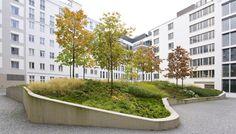 À l'Office fédéral des Affaires étrangères, à Berlin, Hahn Hertling Von Hantelmanna créé unjardin qui est composé d'une grande pastille bordée de béton v